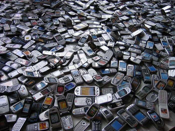 Свалка телефонов